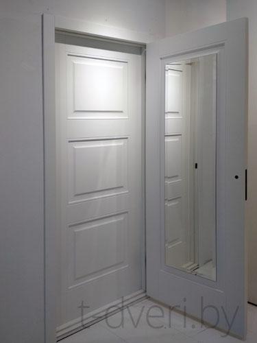 Ростовое зеркало в межкомнатной двери