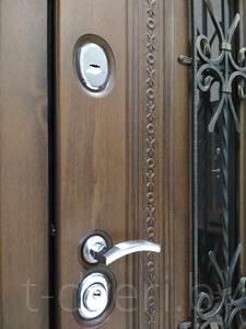 Петли итальянские на опорных подшибниках – 2 шт. Обеспечивают плавность хода металлической двери, предназначины на эксплуатацию свыше 20 лет. Выдерживают нагрузку свыше 180кг.