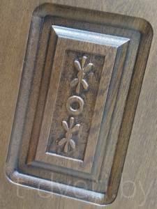 Сувальдный замок имеет секретную часть в виде пакета пластин (сувальд) с фигурными вырезами, которые при открытии замка подталкиваются выступами на бородке ключа. Считается, что такой замок сложнее повредить механически (выбить, высверлить, вырвать), но большой размер отверстия для ключа позволяет использовать отмычки. К тому же у сувальдного замка очень большой ключ. Замена сердцевины (личинки) у такого замка невозможна.